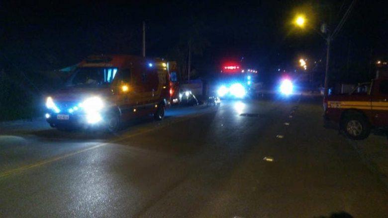 Motorista atropela casal, mata mulher e deixa local sem prestar socorro, em SC